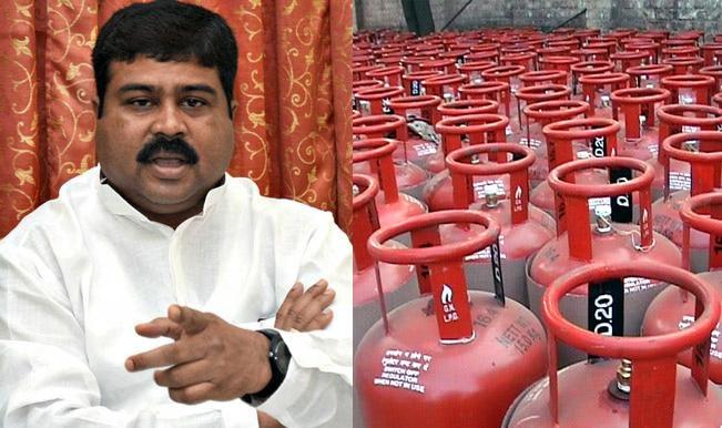 Shri-Dharmendra-Pradhan---LPG-cylinder
