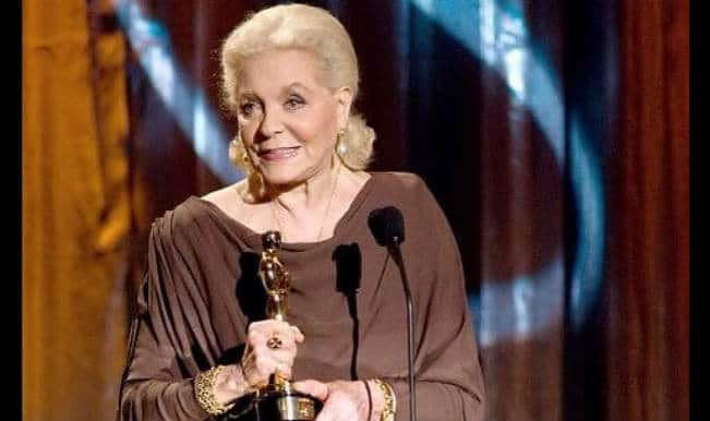 Lauren Bacall suffers from a stroke; dies at 89