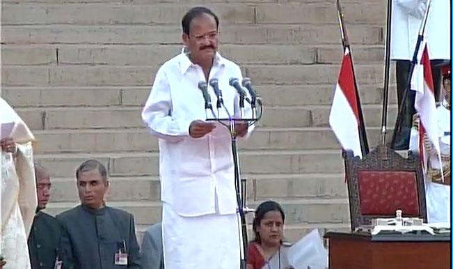 Venkaiah Naidu tried to persuade Maharashtra CM to attend Narendra Modi's Nagpur event