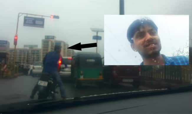 Lady harassed on road in Noida, what is police doing? Watch video
