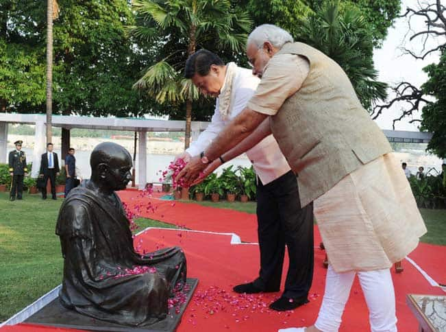 Chinese President Xi Jinping visits Rajghat