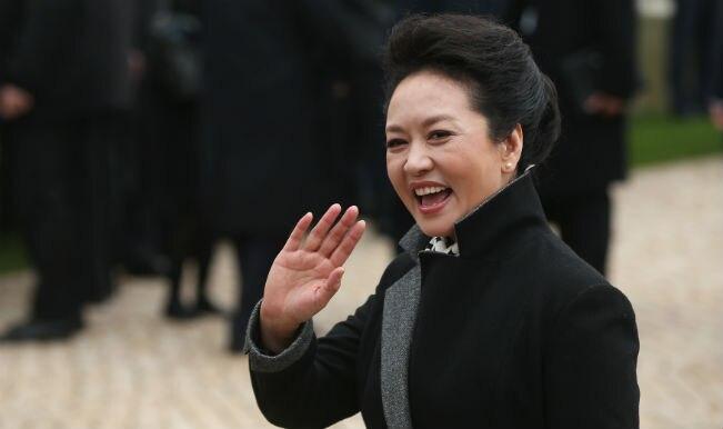 Xi Jinping's wife, Peng Liyuan visits Delhi school