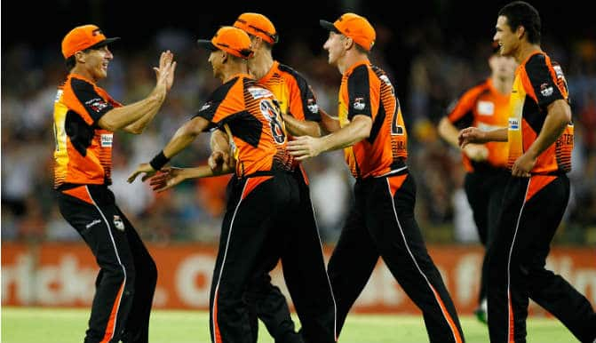 Live Cricket Score Board & Ball by Ball Commentary of Dolphins (DOL) vs Perth Scorchers (PRS) Group A Match 4 of Champions League T20 (CLT20) 2014