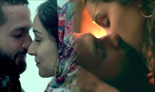Haider song Khul Kabhi Toh: Watch Shahid Kapoor and Shraddha Kapoor share a titillating lip lock in this intensely romantic track