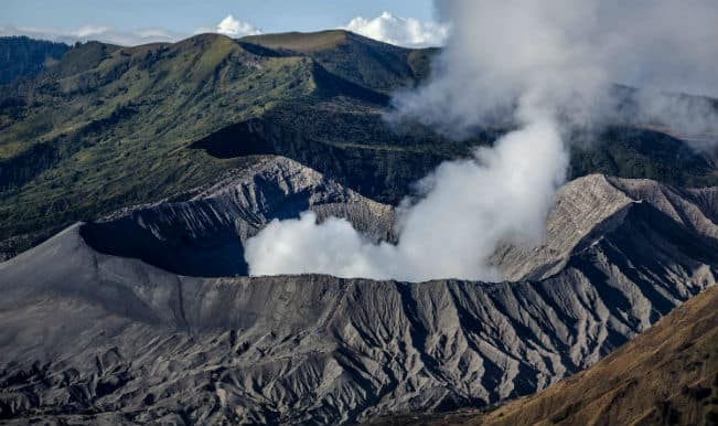Fears Over Second Volcanic Eruption Halt Japan's Volcano Search