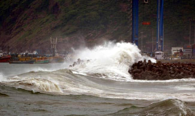 Hudhud Cyclone intensity to prevail for 6 hours after landfall: IMD