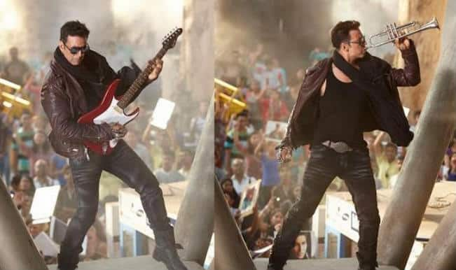 The Shaukeens song Ishq Kutta Hai: Akshay Kumar strums electric guitar to Mika's heartbreak track