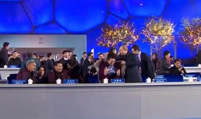 Russia President Vladimir Putin offers shawl to China's First Lady Peng Liyuan: Watch full video