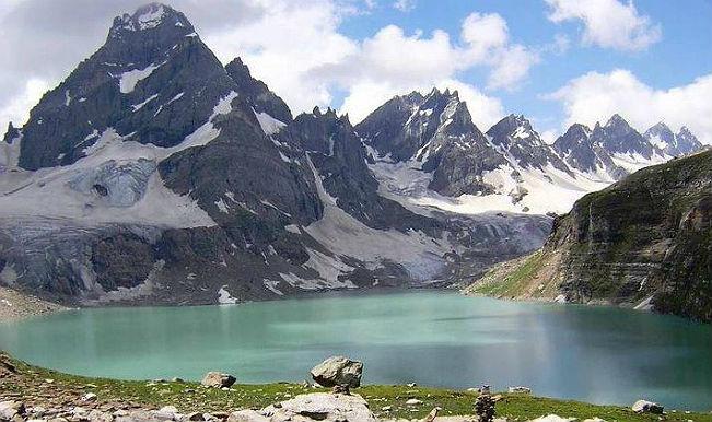 Srinagar has coldest night of season, Leh freezes
