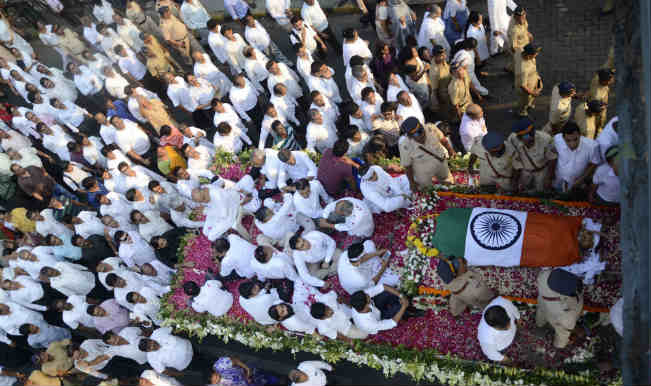 Congress leader Murli Deora cremated with full state honours in Mumbai