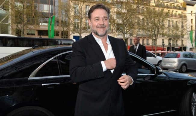 Russell Crowe 'in shock' after Phil Hughes' death