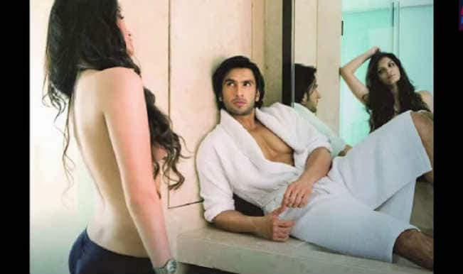 Bigg Boss 8: Topless Sonali Raut poses seductively for Ranveer Singh! (video)