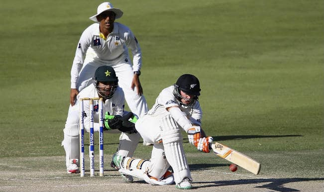 Pakistan vs New Zealand 2014 2nd Test, Live Cricket Score and Updates of Day 2 at Dubai: Pak: 34/2 in 19 overs STUMPS - NZ 403 all out