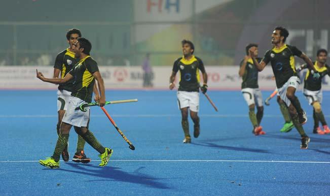 चैंपियंस ट्राफीः जीत के बाद पाकिस्तानी खिलाड़ियों ने खोया सय्यम, दर्शकों को किये अश्लील इशारे