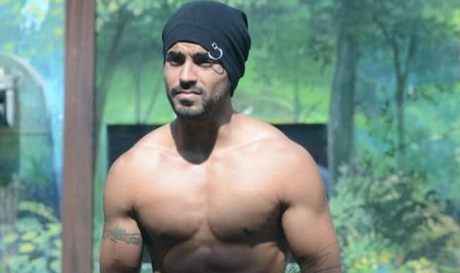 Watch Free Live Streaming & Telecast of Bigg Boss 8 Weekend Ka Vaar: Gautam Gulati faces tough questions and a blast from the past