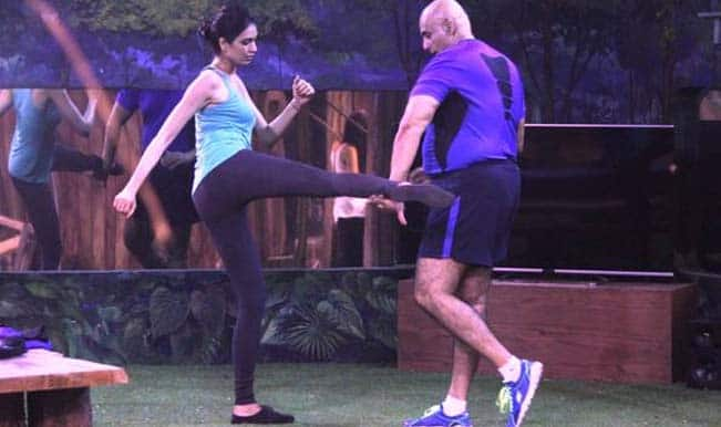 Watch Free Live Streaming & Telecast of Bigg Boss 8 Weekend Ka Vaar: Puneet Issar and Karishma Tanna fight in the confession room