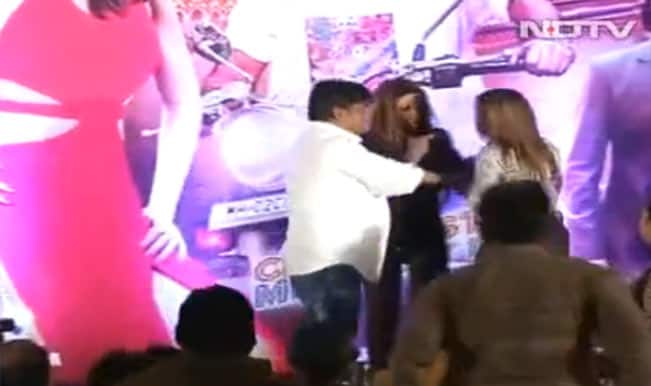 Rakhi Sawant's friend slaps director Sachindra Sharma for casting couch! (Video)