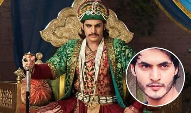 Jodha Akbar: Salim hugs Akbar after a heated argument