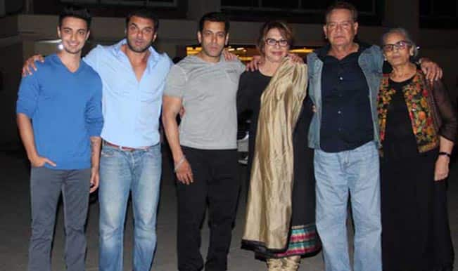 Salman Khan and family celebrates Salma Khan's birthday at Arpita Khan's new house