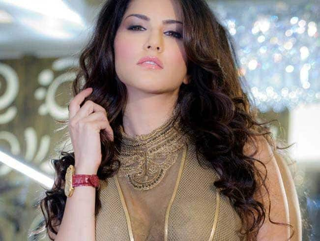 Sunny Leone's date with 100 lucky contest winners