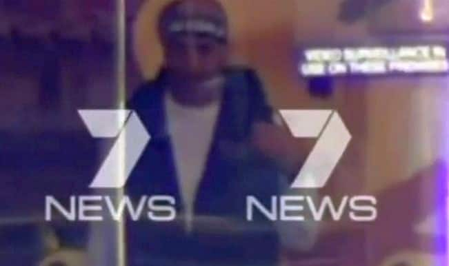 Sydney Hostage Crisis Live video: Gunman seen with 30 hostages in Syndey Lindt cafe