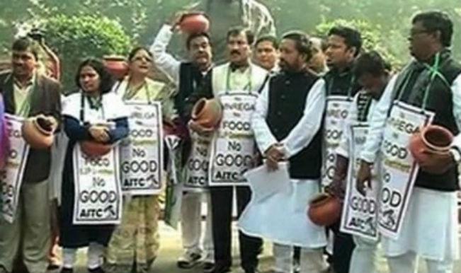 बंगाल के मंत्री की गिरफ्तारी के विरोध में तृणमूल का प्रदर्शन