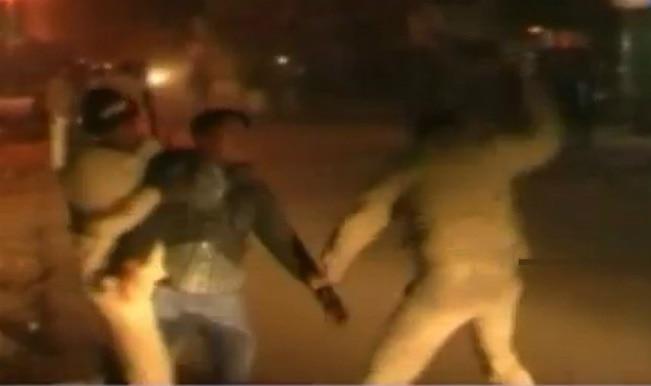 Uttar Pradesh police beats up an unidentified man mercilessly