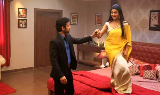 Yeh Hai Mohabbatein: Ishita's seductive way of apologising to Raman by dancing to romantic tunes!
