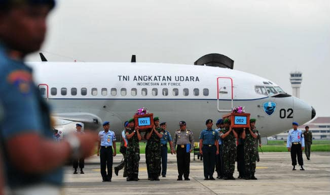 AirAsia flight QZ8501: Search teams 'find two large objects'