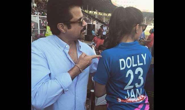 Celebrity Cricket League 2015: Sonam Kapoor dons 'Dolly' jersey, as she cheers for Mumbai Heroes at CCL 5!