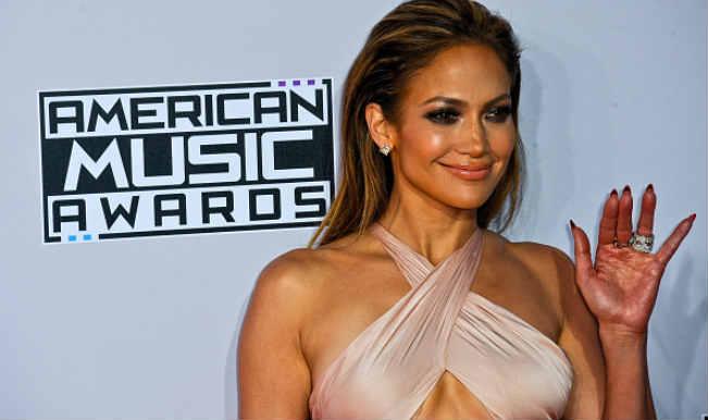 Jennifer Lopez Finds Sex Scenes Embarrassing Entertainment News India Com