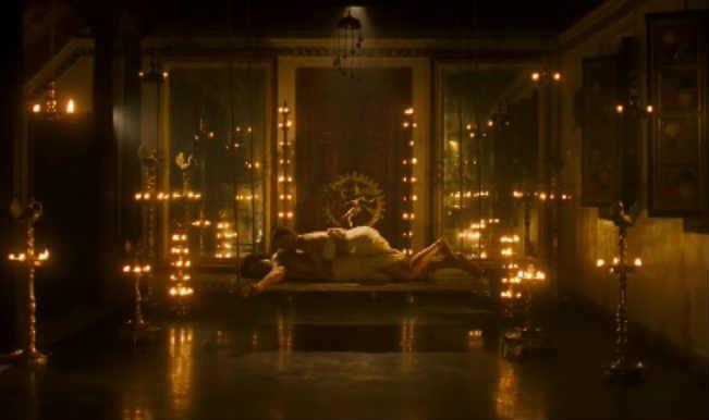 Rang Rasiya song O Kamini: Hot Randeep Hooda gets intimate with a sexy maid!
