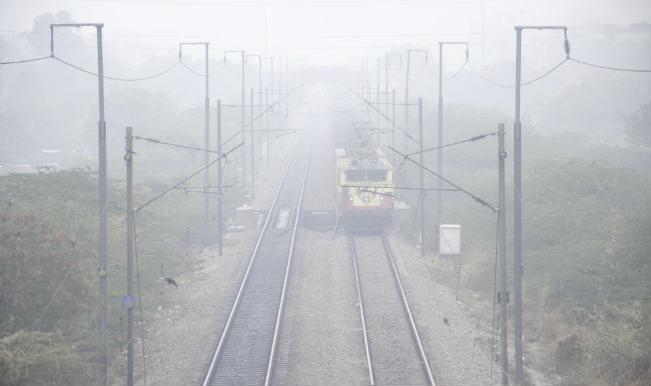 Fog delays 60 trains in Delhi