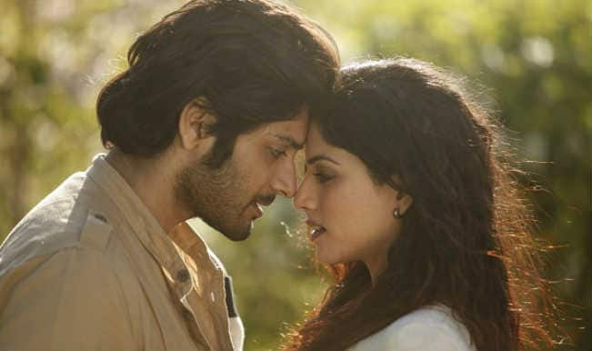 Khamoshiyan song Tu Har Lamha: Ali Fazal and Sapna Pabbi make a hot pair!