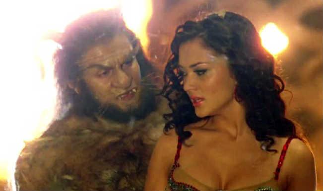 I song Tum Todo Na: Amy Jackson and Vikram recreate the magical 'Beauty and the Beast' fairy tale!