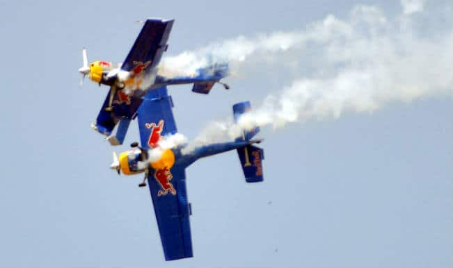 एयरो इंडिया : हवा में टकराए रेड बुल करतब विमान
