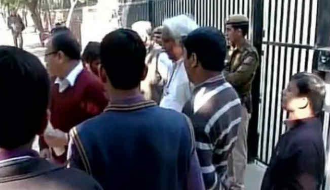 दिल्ली में ईसाई स्कूल पर हमला, केजरीवाल ने की निंदा