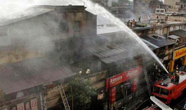 कोलकाता के बाजार में आग, कोई हताहत नहीं