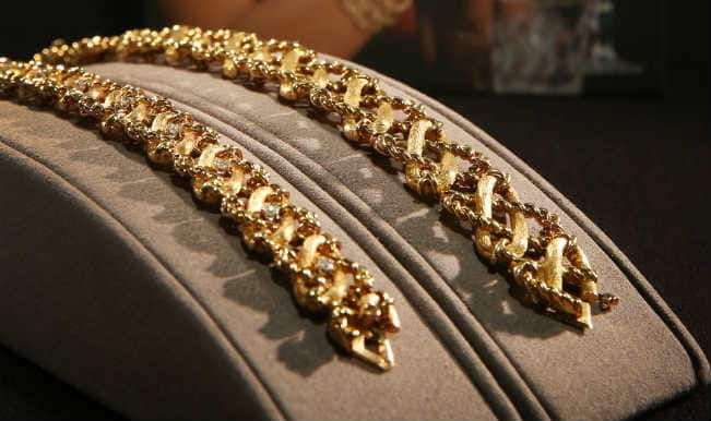 Gold recovers on wedding season demand, global cues