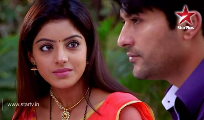 Diya Aur Baati Hum: Sooraj scams Sandhya on the beach