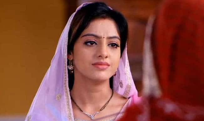 Diya Aur Baati Hum: Sandhya is forced to agree with Bhabho but what about her secret?