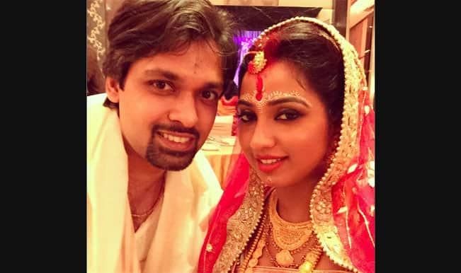Shreya Ghoshal ties the knot with long-time beau Shiladitya; posts picture on Twitter