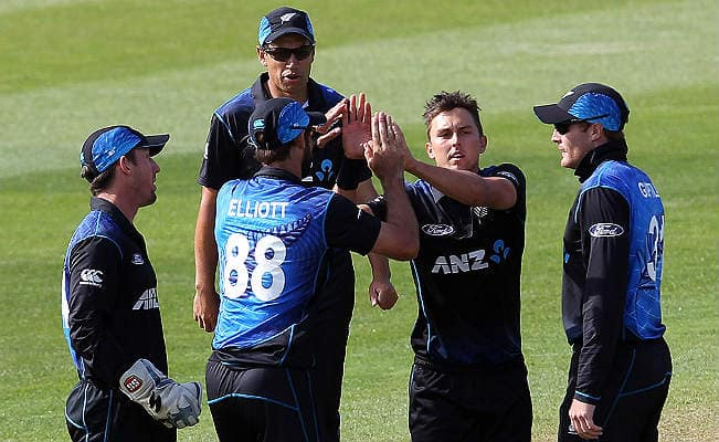 Trent Boult picks up five wickets! New Zealand vs Australia ICC Cricket World Cup 2015 Match 20 — Watch Video Highlights