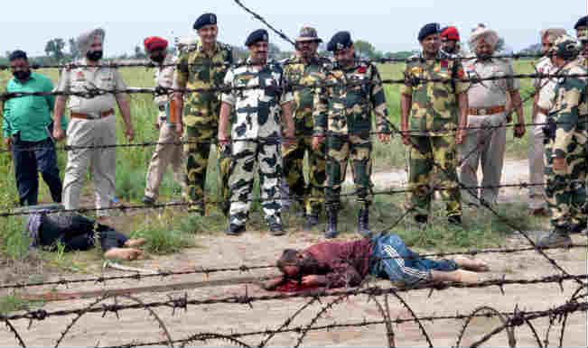 बीएसएफ ने 2 पाकिस्तानी तस्करों को मार गिराया