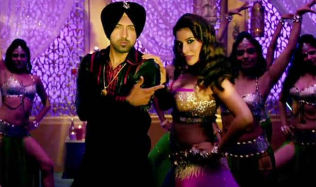 Dharam Sankat Mein song Do You Know Baby: Hot Sophie Choudry grooves to Gippy Grewal's tunes!