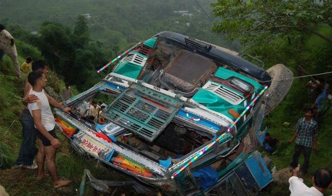 नेपाल में बस नदी में गिरी, 17 मरे