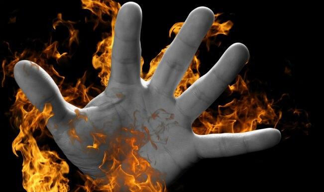 जब पीएम मोदी कर रहे थे 'मन की बात', तब यूपी में किसानों ने लगाई खुद को आग