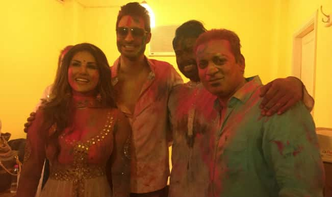 Holi 2015: Sexy Sunny Leone goes colourful!