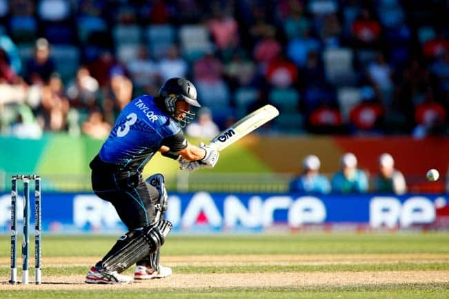 Ross Taylor OUT! New Zealand vs South Africa, ICC CC Cricket World Cup 2015 1st Semi Final — Watch Video Highlights of wicket