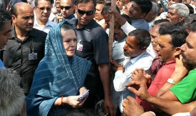 उप्र : सोनिया ने किया रायबरेली का दौरा, किसानों से पूछा हाल